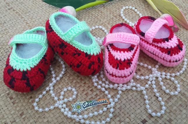 Sepatu bayi rajut benang akwool